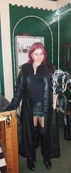 mistress-vixen-leather-chains