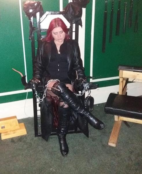 mistress-vixen-queening-throne-dungeon-glasgow