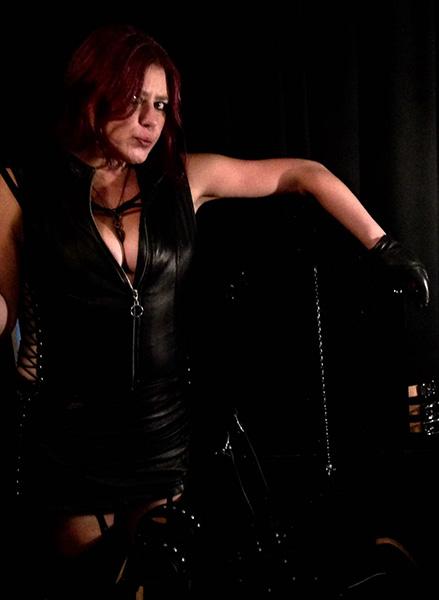 smoking-fetish-leather-mistress-scotland