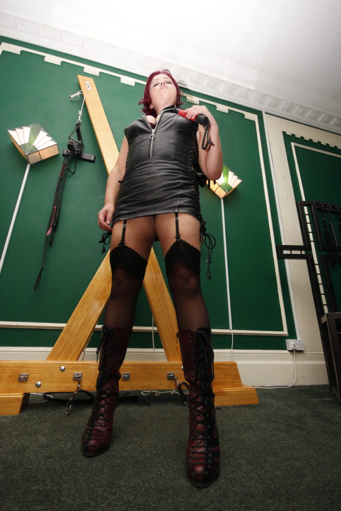 mistress-vixen-body-worship