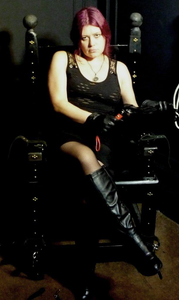 mistress-vixen-glasgow-dominatrix-strict