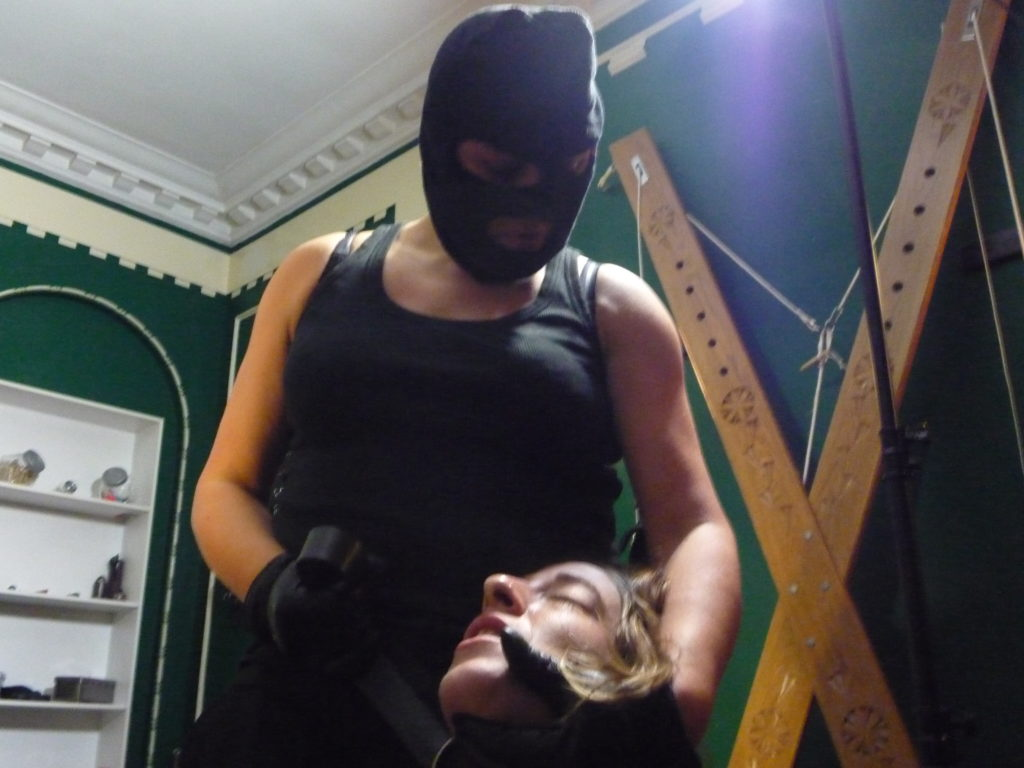 mistress-vixen-glasgow-blackmail-kidnapping-fetish-balaclava