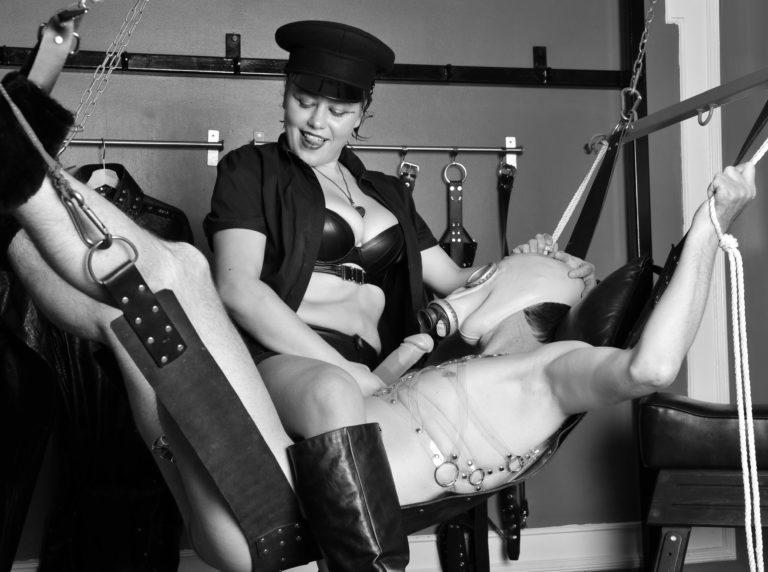 mistress-vixen-glasgow-breath-control-gasmask